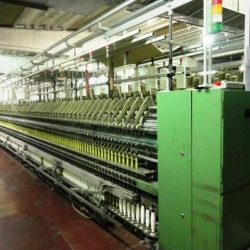 SPINNING LINE FOR WORSTED WOOL OR MIXED FIBERS , OR ACRILIC - 2.560 spindles. Medium count - Nm30.000. Production capacity: 2.450 kg/24 hours of 100% wool.